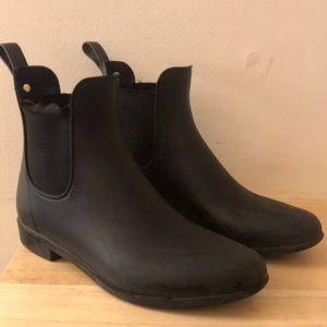 Ankle cut rain boots